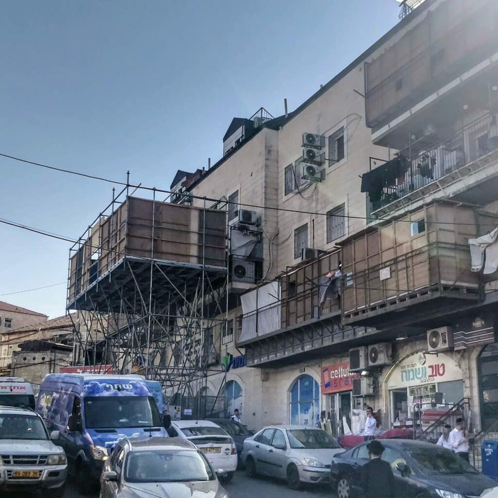 Sukkah Balcony requires a permit
